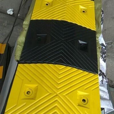 减速带百色橡胶减速带停车场减速带规格参数